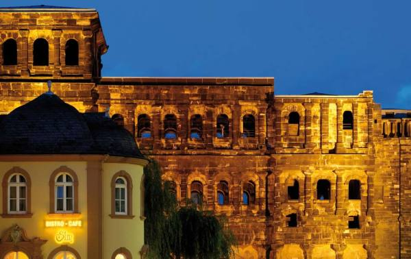 BG_Roemische_Baudenkmaeler_Dom-und_Liebfrauenkirche_von_Trier_Color