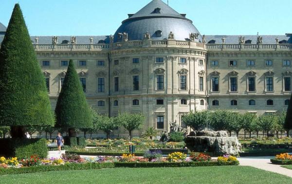 BG_Wuerzburger_Residenz_und_Hofgarten_Color