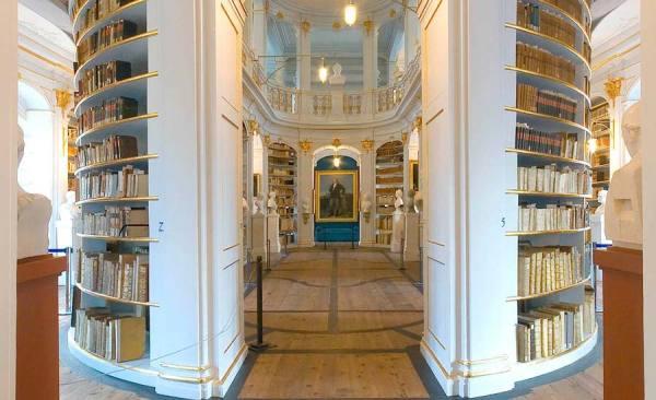 Herzogin-Anna-Amalia-Bibliothek_3341_RET