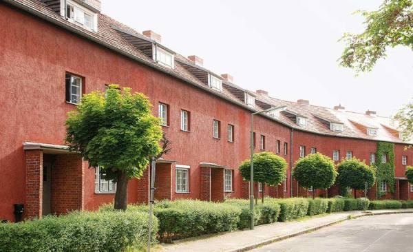 Hufeisensiedlung_Stadtplatz_Huesung_MidRes_c-BenBuschfeld_RET
