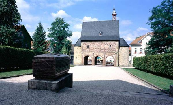 KarolingischeKoenigshalle_3253_RET