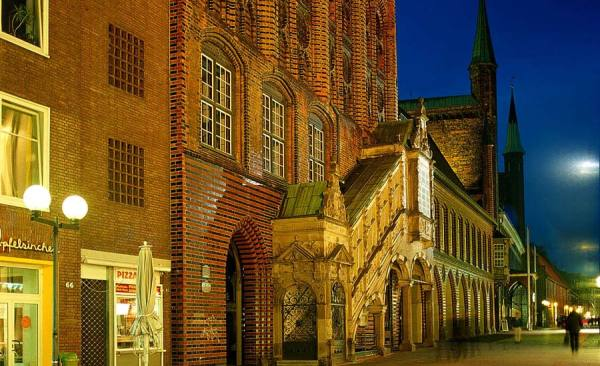 Luebeck_historische-Rathaustreppe_1292_RET