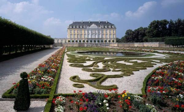 SchlossAugustusburg_Bruehl-Gartenseite_Foto_FlorianMonheim_RET
