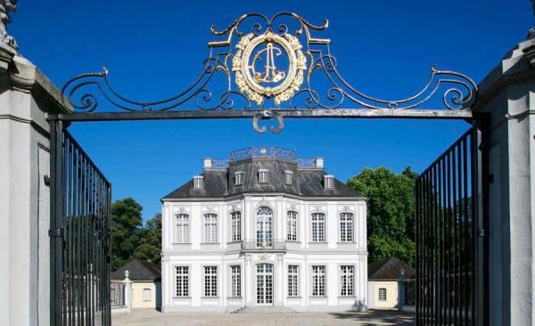 SchlossFalkenlust_Bruehl-Ostseite_Foto-HorstGummersbach_RET